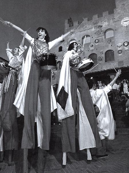 abrax-teatro_3_La-Cavalcata-dei-Tamburi-Erranti